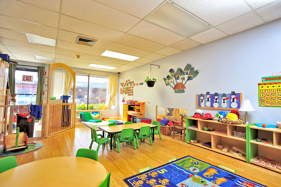 Modern Montessori Classroom ~ Montessori vs traditional cindy oaks educational